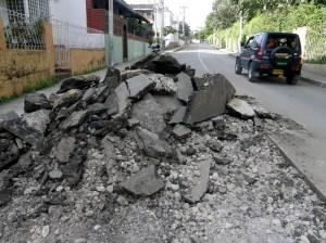Este es el panorama hoy de la carrera 28 de Molinos: la calle levantada y las obras paradas.