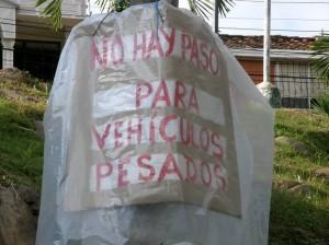 Los residentes de Molinos Altos y Bajos se unieron en una sola voz para evitar el tránsito de buses y otros vehículos por sus calles.