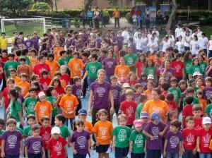 En estos aeróbicos dirigidos participó toda la comunidad estudiantil.
