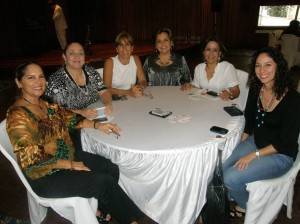Betty Cote de Gamboa, Yolanda Hasbón, Lucía Patiño, Rosita de Serpa, María Mercedes de Uribe y Katty Gamboa.