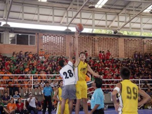 Partido de Baloncesto en el Día Deportivo