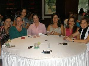 Luisa Serrano, Claudia Serrano, la niña Valentina Núñez, Erika Ottens de Cote, Susy de Torres, Maribel Cabana y Dora Plata.
