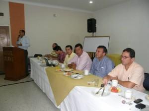 En las instalaciones del hotel Guane de Bucara-manga 10 de los 19 conce-jales de Floridablanca pi-dieron la renuncia del al-calde y le retiraron su apoyo.