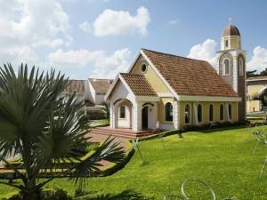 La capilla San Michell tiene capacidad para cien personas.