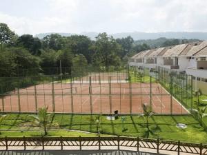 Cuatro canchas de tenis están disponibles para los residentes y visitantes