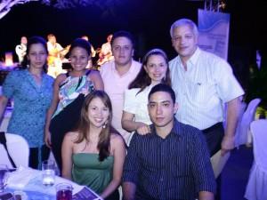 Paulina Hernández, Alberto Broce, Carolina de La Cruz, Juceline Díaz, Edinson Cano, Paula Zapata y Alejandro Vásquez.
