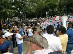 La comunidad se reunió en el Parque La Pera luego de que se cancelara la marcha.