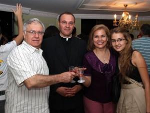Celso Pedraza, Padre Javier López, Anabel Concha de Pedraza y Angélica María Pedraza.