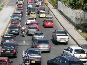 La movilidad en el área metropolitana cada día está más dificil.