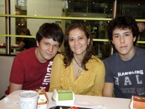 David Arjona Olarte, María Elisa Olarte y Oscar Andrés Arjona Olarte.