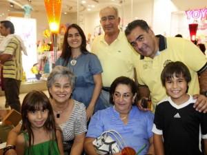 Ivanna Rodríguez, Lilia Castillo, Marta Angarita, Ligia de Angarita, Pedro Angarita, Martín Angarita y Diego Rodríguez.