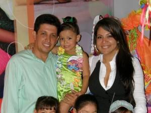 Adelante las niñas: María Camila Anaya Hernández, María José Valero Plazas y María Paula Méndez. Atrás: Franklin Anaya, Valeria y Yohaxa Guerrero.