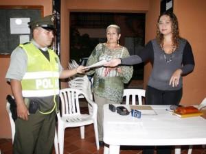 El mayor Mujica llegó pasadas las 7 de la noche por lo que antes la reunión fue liderada por el teniente Puente quien simbólicamente también recibió las firmas.