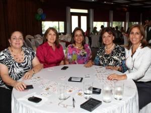 Yolanda Hazbón, Nidia de Cavanzo, María Mercedes Uribe, Gloria de Galvis y Lucía Patiño.
