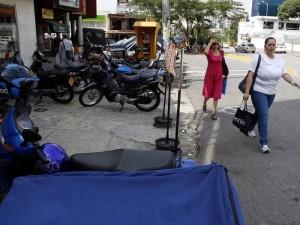 Un vecino se preocupa por el parqueadero público de motos en Cañaveral.