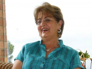 Contadora pública de profesión y especialista en Administración de Empresas