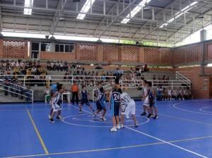 Baloncesto, fútbol y voleibol fueron los deportes que se jugaron.