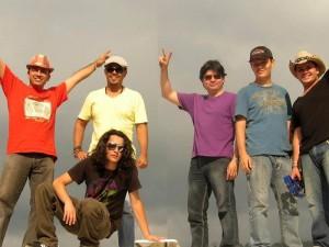 Juan Carlos, Daniel, Boris, Pablo, Óscar y Johnatan conforman La Guagua.