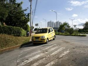 La velocidad de los autos y el no uso de direccionales es considerado un peligro.