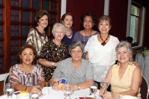Esperanza de Becaría, Elsa de Reyes, Mercedes de Hazbón, Nora Tassinari, Anita de Fernández, Blanquita de Pinilla, Leonor de Salazar e Isa de Quintero.