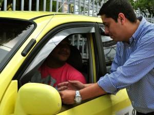 El precandidato visitó Cañaveral y dialogó con algunos taxistas y residentes de la zona en torno a la seguridad.