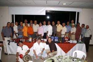 Los amigos de juego del señor Arturo Leon hicieron parte de este torneo.