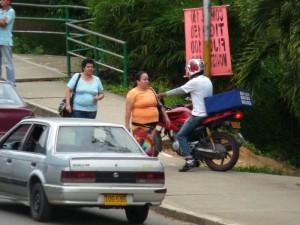 Esta área es la que denuncia el vecino que se ha convertido en un parqueadero de motos.