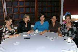 Ana María Escandón de Puyana, Martha Blanco de Ramírez, Elvira Moreno de Arenas, Ángela Sanín de Serrano y María Claudia Suárez de Villarreal.