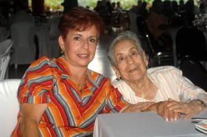 Cecilia de Niño y Martha Jesús Niño.