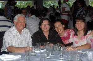 Álvaro Duarte Mora, Emma Cortez de Duarte, Sandra Prada y Emma Duarte de Prada.