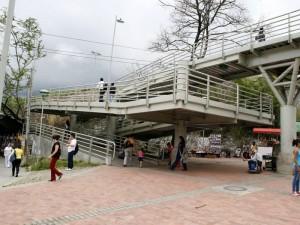 El puente se encontraba así el jueves hacia las 11 de la mañana. (FOTO Mauricio Betancourt)