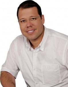 Carlos Roberto Ávila fue el único precandidato que no renunció.