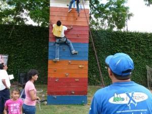 El muro de escalar fue uno de los preferidos de los participantes.