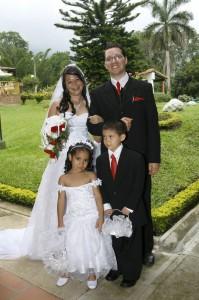 La pareja junto a Juan Felipe Jerez Pacheco y Nathalia Andrea Lozano. (FOTO César Flórez)
