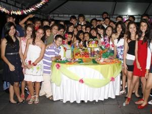 Isabella en compañía de sus amigos de séptimo grado de Fundación Colegio UIS. (FOTO Mauricio Betancour)