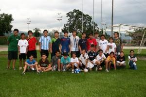 Jorge Mario lo celebró con un partido de fútbol en el Club Campestre. (FOTO Mauricio Betancourt)