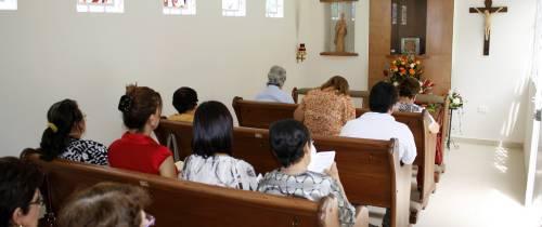 La comunidad disfruta de su oratorio
