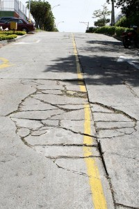 Estas calles pueden generar daños y accidentes vehiculares y no ha recibido atención alguna.