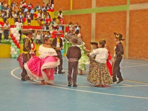 En la ceremonia cada colegio realizó coreografías alusivas al país que elegieron para interpretar. (FOTO Suministrada)