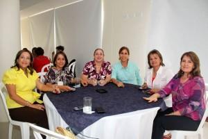 Rosalba de Moncada, María Mercedes de Uribe, Yolanda Hazbón, Lucía Patiño, Gloria Galvis y Nidia García.