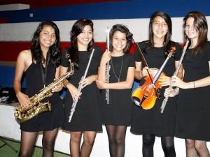 Luisa Carrillo, Arlen Ospino, Yamaye Ospino, Angélica Ramírez y María Fernanda Sánchez del Colegio Artístico Pentagrama.