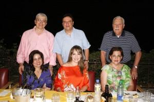 Mónica María Patiño, María Ximena Gómez, María Isabel Ordoñez de Gómez, Luis Fernando Pradilla, Edgar Munevar y Gilberto Gómez Santander.