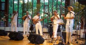 Su propuesta musical trata de expresiones musicales que se generan a partir de corrientes urbanas.