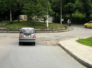 Se busca que el mismo constructor de la vía de Molinos arregle la malla vial de las calles alrededor.