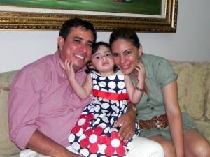 Daniela junto a sus padres Libardo Lagos y Sandra García. (FOTO Suministrada)