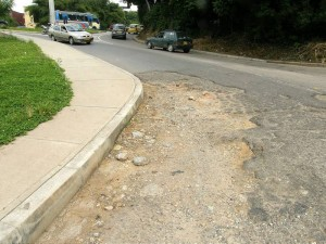 Vecinos han pedido el arreglo de las calles alrededor de la glorieta de Molinos, pero no han recibido respuesta.