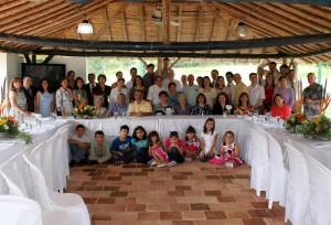 La homenajeada rodeada de sus familiares y amigos. (FOTO Nelson Díaz)