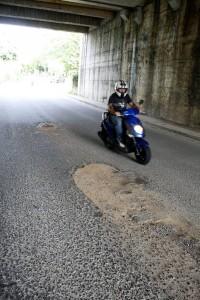 Así comienza la vía debajo del puente vehicular de Cañaveral.