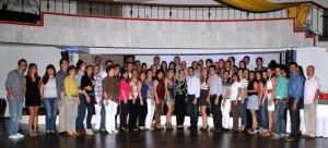 Camilo junto a sus familiares y amigos que lo acompañaron esa noche. (FOTO Mauricio Betancourt)