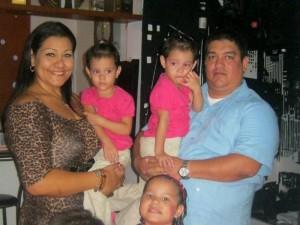 Junto a sus padres María Claudia Ramírez y Elkin Tarazona y sus hermanitas María Paula y María Angélica. (FOTO Suministrada)